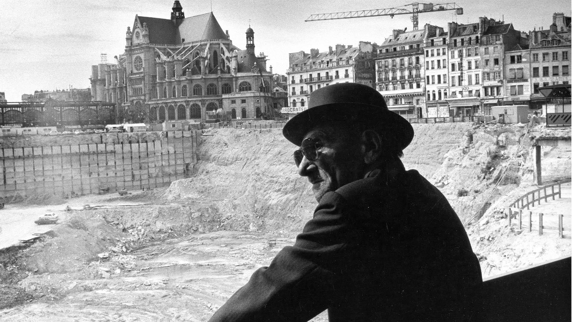 Le-destin-des-halles-les-travaux des-Halles-depuis la Fontaine-des Innocents-juillet 1974