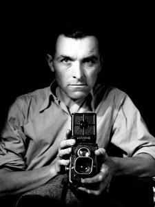 le-destin-des-halles-autoportrait-au-Rolleiflex-1947